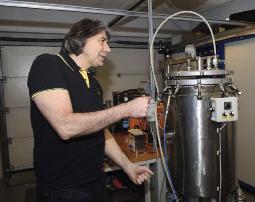 Testen waterdichtheid onderwaterhuis in druktank